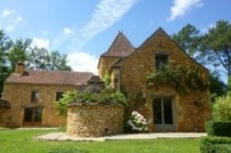Traditional two-storey stone house for sale in the colourful Aquitaine countryside