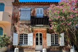 A Provençal influence lends Saint-Tropez property an ageless beauty